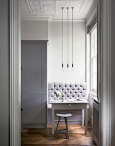 Grey Traditional Dining Room with Banquette Area and Trio of Lights Gray Interior, Modern Interior Design, Small Space Living, Small Spaces, Home Office, British Home, London Apartment, Dining Nook, Banquette