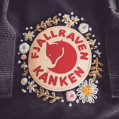 Wreath on char's fog kanken — 🌸 Apologies if I do not post every completed works, am also still taking in commission hoops orders, patches,… Source by m_grave aesthetic Diy Embroidery Designs, Cute Embroidery, Embroidery Patches, Embroidery Patterns, Mochila Kanken, Diy Rucksack, Estilo Converse, Fjallraven, Flower Patterns