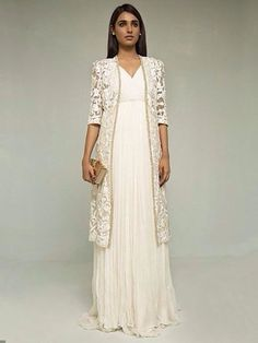 Indian fashion has changed with each passing era. The Indian fashion industry is rising by leaps and bounds, and every month one witnesses some new trend o Asian Fashion, Hijab Fashion, Fashion Dresses, Indian Fashion Modern, Indian Attire, Indian Wear, Pakistani Outfits, Indian Outfits, Look Girl