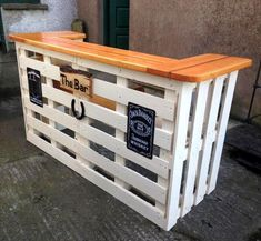 Gorgeous Picket Pallet Bar DIY Ideas for Your Home! - emreeser - Gorgeous Picket Pallet Bar DIY Ideas for Your Home! Gorgeous Picket Pallet Bar DIY Ideas for Your Home! Palet Bar, Wood Pallet Bar, Wooden Pallet Projects, Wooden Pallets, Diy Projects, Pallet Tables, Pallet Ideas, Bar Tables, Patio Tables