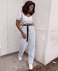 Image may contain: 1 person, standing Trendy Outfits, Cute Outfits, Fashion Outfits, Fashion Trends, Passion For Fashion, Love Fashion, Womens Fashion, Mon Jeans, Mode Streetwear
