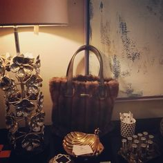 Limited Edition AI 2016/2017 - Event in Florence during Pitti Bambino January 2017 - Borsa in faux fur Visone con manico sagomato in cuoio /Bag in mink faux fur with leather handle /Grand sac en fausse fourrure de vison avec poignée en cuir veritable. #lescapricesdemargot