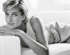 In advance of this spring's royal wedding, interest in Princess Diana is keen. Mario Testino shared a 'new' Diana in his famous images Diana, Princess of Wales as 'Diana Reborn' for Vanity Fair July Princess Diana Death, Princess Diana Photos, Princess Of Wales, Royal Princess, Vintage Princess, Princess Style, Mario Testino, Lady Diana Spencer, Kate Middleton