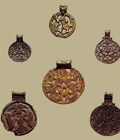Серебряные подвески, найденные близ Гнездово