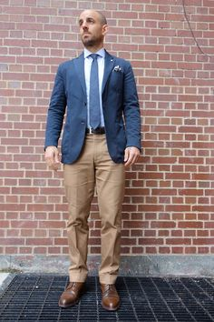 Navy sport coat, white shirt with navy check, navy tie, khakis Groomsmen Colours, Navy Sport Coat, Business Casual Men, Mens Fashion, Suits, My Style, Khakis, How To Wear, Elegant