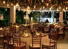 Marina Pezolito e Thiago Sanchez tiveram um lindo casamento na Fazenda 7 Lagoas. A noiva usou vestido assinado por Lucas Anderi.
