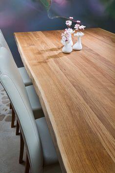 Massiivitamminen ruokapöytä, jossa kaunis luonnonreuna. Pöydässä yhdistyy perinteinen ja moderni muotoilu. #habitare2014 #design #sisustus #messut #helsinki #messukeskus