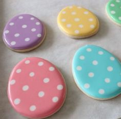 Easter egg cookie tutorial by sweet sugarbelle beautiful easter cookies No Egg Cookies, Iced Cookies, Easter Cookies, Easter Treats, Cookies Et Biscuits, Holiday Cookies, Sugar Cookies, Egg Biscuits, Easter Cake