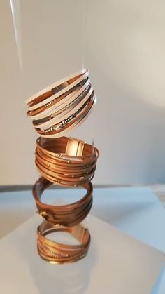 Jewelry Photography Course of Leather Bracelets - Still Life Photography - Backstage - Photography Ideas Photography Lessons, Photography Courses, Photography Projects, Creative Photography, Photography Awards, Photography Business, Photography Hashtags, Photography Workshops, Photography Magazine