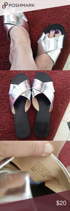 Banana Republican Slip on Silver Flats. Upper Leather. SIZE 9M. Banana Republican Shoes Flats & Loafers