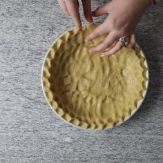 This 4 ingredient no roll pie crust recipe is the easiest way to make a pie crust from scratch! You mix up the ingredients in a saucepan and then press the dough into a pie pan to make this shortbread pie crust. Quick Pie Crust Recipe, Mini Pie Crust, Tart Crust Recipe, Easy Pie Crust, Baked Pie Crust, Homemade Pie Crusts, Pie Crust Recipes, No Roll Pie Crust Recipe With Butter, Tupperware Pie Crust Recipe