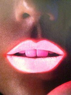CHIC MAKEUP l neon l glow-in-the-dark l lips. Great concept - you can always find your mark in the dark. Laura Lee, Steam Punk, Neon Lipstick, Dark Lipstick, Lipsticks, Crazy Lipstick, Lipstick Art, Lipstick Queen, Lip Makeup