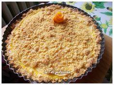 La sbriciolata con nocciole, mele e crema all'arancia è un dolce semplice, veloce e gustoso che conquisterà tutti! siete pronti a pasticciare?