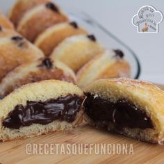 Recipe how to make sugar donuts stuffed with homemade chocolate cream Chocolate Cream, Homemade Chocolate, Sugar Donut, Hot Dog Buns, Cheesecake, Deserts, Muffin, Food And Drink, Bread