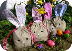 Pikebou patron gratuit - sacs lapins - osterhase - easter bunny - free pattern - sac de paques Easter Bunny, Drawstring Backpack, Free Pattern, Tote Bag, Christmas Ornaments, Holiday Decor, Diy, Bags, Baby Sewing