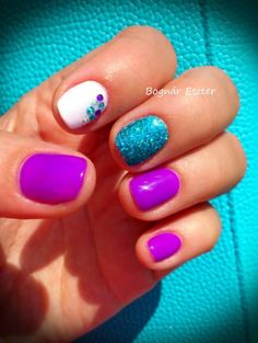 We love these summer nails! I want that blue!