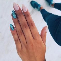 Manicure and nail art are two things that cannot be separated. After manicure's done, nail art is the next stel. Nail art is a technique to apply nails Sparkle Nails, Gradient Nails, Pink Nails, Glitter Nails, Acrylic Nails, Stiletto Nails, Silver Glitter, Stylish Nails, Trendy Nails