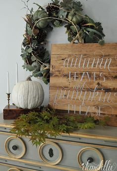 DIY Fall Home Decor Sign. Autumn leaves and pumpkin please. How to decorate your home for fall Thanksgiving Decorations, Seasonal Decor, Holiday Decor, Holiday Ideas, Holiday Tablescape, Diy Thanksgiving, Fall Home Decor, Autumn Home, Autumn Mantel