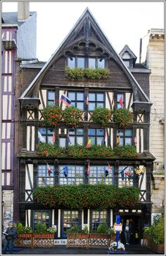 La plus vieille auberge de France se trouve à Rouen. J'y étais ce week-end et je recommande :D