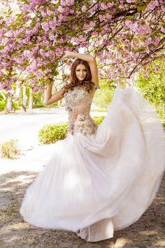 Példaképem:Kulcsár Edina Ő lett a  Miss World Hungary Szépségkirálynője és a Miss World 2.helyezettje 2014-ben. :) Miss World, Mermaid Wedding, My Idol, Wedding Dresses, Sexy, Fashion, Bride Dresses, Moda, Bridal Gowns