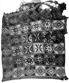 Knitted cushion of the tomb of Mafalda de Castilla y Plantagenet, late century (side . Monastery of Las Huelgas near Burgos, Spain. Gauge: 20 stitches per inch +/- . Fair Isle Knitting, Hand Knitting, Textiles, Renaissance Time, Medieval Embroidery, Medieval Crafts, Knitted Cushions, Medieval Clothing, Vintage Knitting
