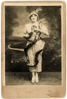 Bertha Hillier Bertha was a snake charmer who later went on to perform in Ringling Brothers Barnum and Bailey Circus. This photo is from about 1910.