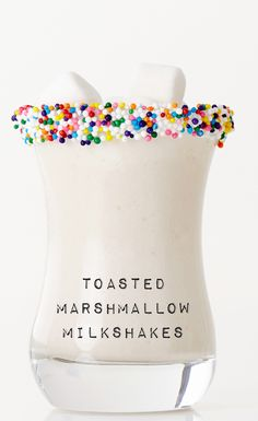 We are so excited by this Toasted Marshmallow Milkshake Shooter recipe! Big gulps that blend marshmallow`s roasted, gooey greatness with creamy vanilla ice cream all in one awesomely easy milkshake recipe. Dessert Drinks, Fun Drinks, Yummy Drinks, Dessert Recipes, Dessert Ideas, Drink Recipes, Beverages, Just Desserts, Delicious Desserts
