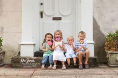 Charleston Family Photographer Kids with Lollipops  #charlestonfamilyphotographer #photographyideas #charlestonchildrenphotographer #charleston #southcarolina #siblingposes
