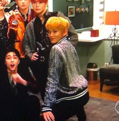 What the flute Mark Lee?😂 that ass. Taeyong, Jaehyun, Mark Lee, Funny Kpop Memes, Funny Tweets, Meme Pictures, Reaction Pictures, Nct 127, K Pop