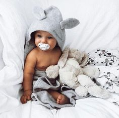 Babies are cute and adorable, so should be all baby accessories! Check out these irresistibly cute hooded towels that keep your kids dry and warm! So Cute Baby, Baby Kind, Cute Kids, Cute Babies, Cute Children, Boy Babies, Babies Pics, Pretty Kids, Babies Nursery