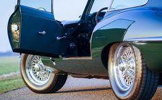 """Te koop, prachtige Jaguar E-type S1 Coupe 3.8 uitgevoerd in de populaire kleur British Racing Green gecombineerd met een groen lederen interieur. Dit exemplaar werd op zeer vakkundige wijze in Duitsland geheel """"body-off"""" gerestaureerd door een Jaguar specialist, een zeer uitgebreid restauratie dossier met foto's is hiervan aanwezig. Tevens is er een Heritage certificaat aanwezig... verander mij in extras.php"""