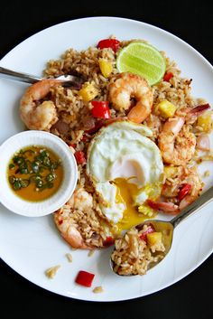 Nam Prik Pao Fried Rice with Shrimp and Pineapple (ข้าวผัดน้ำพริกเผาใส่กุ้งกับสับปะรด)