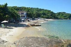20 Playas Imperdibles de Búzios, Brasil | Viajobien.com Praia Azedinha Cuenta con aguas cristalinas y formaciones rocosas. Tiene una extensión de 150 metros. Está localizada entre las praias da Azeda y João Fernandes. Se puede realizar buceo y snorkel.