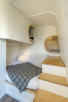 This Moving House, Camper Conversion bed– Tiny House Swoon