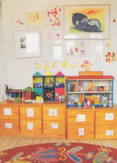 Creative way to display artwork. #playroom #wall #decor