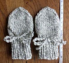 ex perfecto nihil fit: Babyvantar DIY Baby Cardigan Knitting Pattern Free, Mittens Pattern, Baby Knitting Patterns, Crochet Patterns, Knit Baby Dress, Knit Baby Booties, Baby Barn, Baby Mittens, Baby Leggings