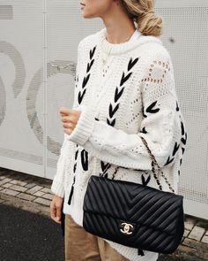 1,899 vind-ik-leuks, 78 reacties - Anouk Yve (@anoukyve) op Instagram: 'This knit and me...we get along @zara #Lofd #knitwear #fave #messybun #chanelbag'