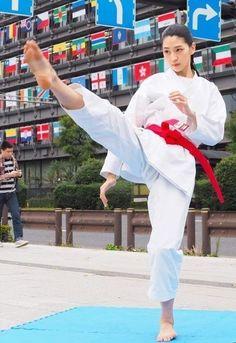 Female Martial Artists, Martial Arts Women, Strong Women, Fit Women, Karate Girl, Women's Feet, Barefoot, Girls, Poses
