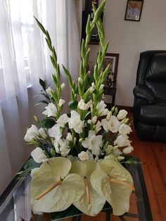 Elegant Flowers, Unique Flowers, Church Flower Arrangements, Floral Arrangements, Ikebana, Corporate Flowers, Pentecost, Table Centerpieces, Flower Decorations