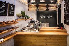 Hier geht es um das Design für ein neuartiges Fast-Food-Restaurant in Kiev. Simple heißt es und bietet einfache und typische lokale Küche aus saisonalen Zutaten. Dabei ging es aber nicht nur um das Interior Design des Restaurants an sich, sondern auch um d