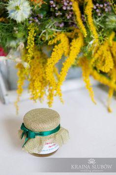 folk wedding guest favor - small jars of honey / małe słoiczki z miodem jako upominek dla gości na weselu z akcentami folkowymi / wedding planner: Kraina Ślubów, Poland
