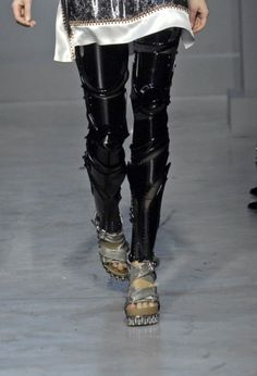"""how hot are these robot leggings from Balenciaga Spring Cl Fashion, Fashion Design, Female Fashion, Fashion Details, Fashion Clothes, Runway Fashion, Style Fashion, Robot Leg, Corset"