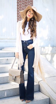 Flare Jean Trend and how 16 bloggers style them! Flare and Wide leg jeans are coming back again. I love this style because it makes your legs look long and lean! These are a must have for 2019. #Jeans #FlaredJeans #FlaredJeanOutfits #JeanOutfits #WideLegJeanOutfits #FlaredDenim #FlaredDenimOutfits #WinterOutfits #FallOutfits #SpringOutfits #LillesandLashes #DarkJeans #LightJeans