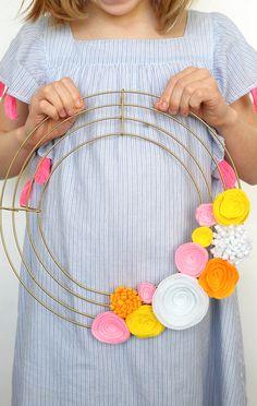 Learn how to make this modern DIY Felt Flower Wreath!