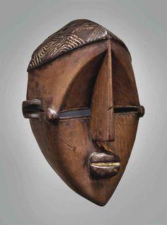 Masque Luluwa Luluwa mask République Démocratique du Congo  Hauteur: 30.5 cm.