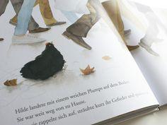 Hilde - Anna Walker: Eigentlich ist es ein ganz normaler Tag: Hilde frühstückt, spielt im Garten und beobachtet die Tauben. Ein ganz normaler Tag, bis … ein heftiger Wind aufkommt, Hilde von ihrem Trampolin mit sich fort reißt und in die große Stadt trägt ...