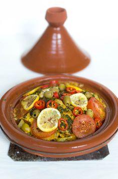 vis tajine - De Wereld op je Bord Moroccan Tagine Recipes, Tajin Recipes, Couscous, Tagine Cooking, Clean Recipes, Healthy Recipes, Bruchetta Recipe, Morrocan Food, Low Carb Brasil