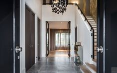 Entry Hall, Entrance, Art Of Living, Interior Design Living Room, Beautiful Homes, Sweet Home, Entryway, Stairs, House