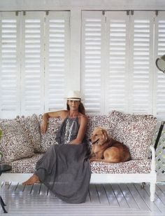 Platform couch/daybed + pillows (indiahicks.com)