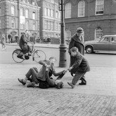 (4) Twitter Nostalgic Pictures, Vintage Pictures, Old Pictures, Cute Pictures, Elliott Erwitt, Good Old Times, The Hague, Old Photographs, Children
